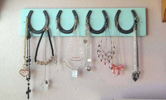 Farmhouse country chic decor cowgirl style 4 horseshoe and for How to decorate horseshoes